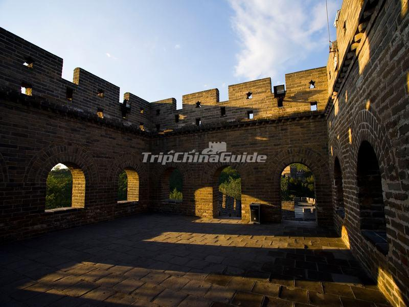 "<a target=""_blank"" href=""http://www.tripchinaguide.com/photo-p204-12185-badaling-great-wall.html"">A Watchtower Inside at Badaling Great Wall</a>"