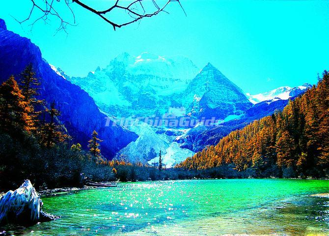 Scenery of the Pearl Lake in Yading Daocheng