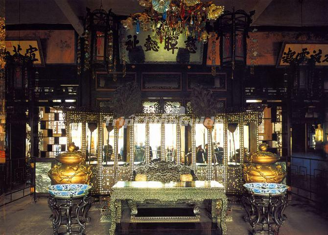 Hall of Joyful Longevity (Leshou tang) Interior