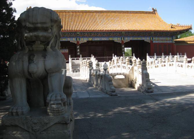 https://www.tripchinaguide.com/public/upload/photo/forbidden-city-architecture/img_437_d20130726110322.jpg