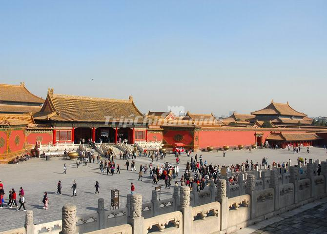 "<a target=""_blank"" href=""http://www.tripchinaguide.com/photo-p688-5928-gate-of-heavenly-purity-qianqing-men.html"">Gate of Heavenly Purity in Forbidden City</a>"