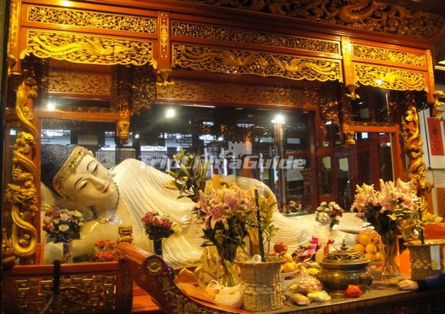 "<a target=""_blank"" href=""http://www.tripchinaguide.com/photo-p50-1038-the-jade-reclining-buddha-in-shanghai-jade-buddha-temple.html"">The Jade Reclining Buddha in Shanghai Jade Buddha Temple</a>"