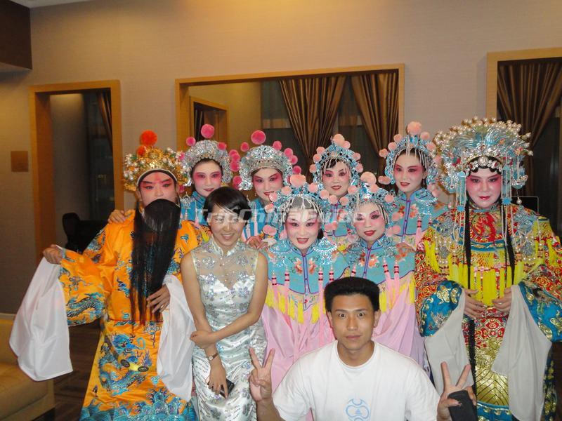 "<a target=""_blank"" href=""http://www.tripchinaguide.com/photo-p848-12133-tourists-photo-in-beijing-opera-costumes-at-beijing-liyuan-theatre.html"">Tourists Photo in Beijing Opera' Costumes at Beijing Liyuan Theatre</a>"