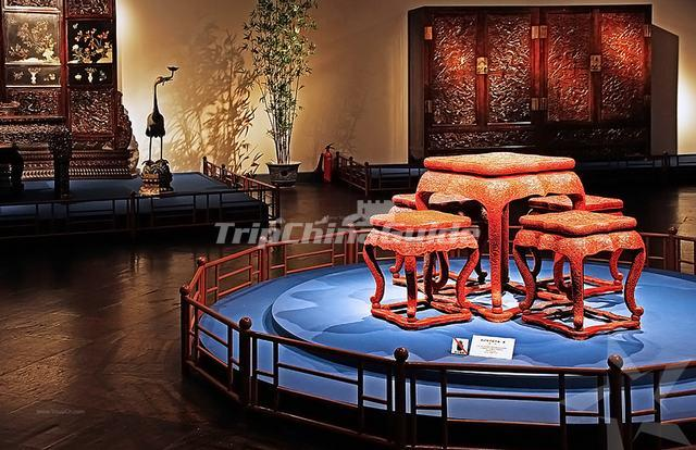 "<a target=""_blank"" href=""http://www.tripchinaguide.com/photo-p53-10247-shanghai-museum-furnitures-exhibit.html"">Shanghai Museum Furnitures Exhibit</a>"