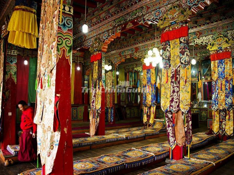 A Pray Hall in Shouling Temple