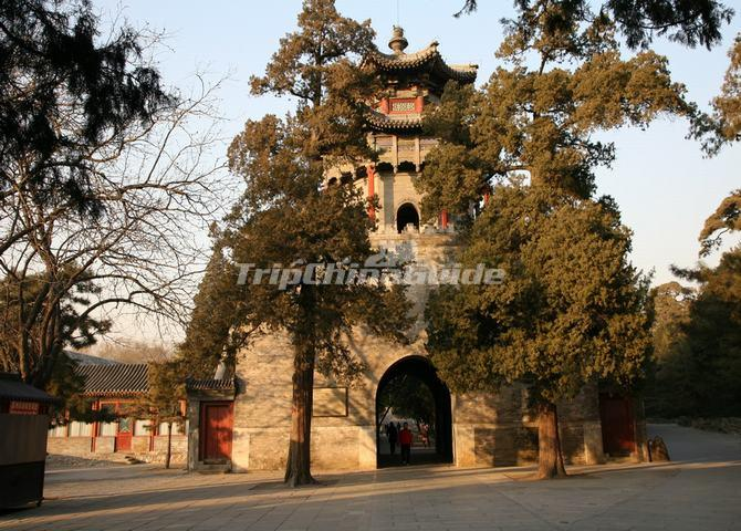 "<a target=""_blank"" href=""http://www.tripchinaguide.com/photo-p8-5650-gate-tower-of-cloud-retaining-eaves.html"">Gate Tower of Cloud-Retaining Eaves in Summer Palace</a>"