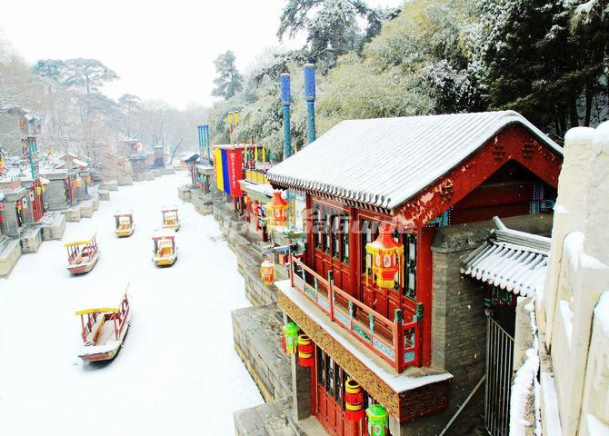 "<a target=""_blank"" href=""http://www.tripchinaguide.com/photo-p8-5442-summer-palace-beijing-suzhou-street.html"">The Snowscape of Suzhou Street in Summer Palace</a>"