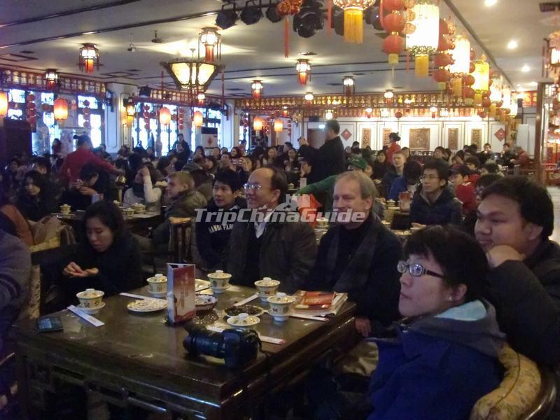 "<a target=""_blank"" href=""http://www.tripchinaguide.com/photo-p851-12256-tourists-watch-tea-ceremony-in-laoshe-teahouse.html"">Tourists Watch Tea Ceremony in Laoshe Teahouse</a>"