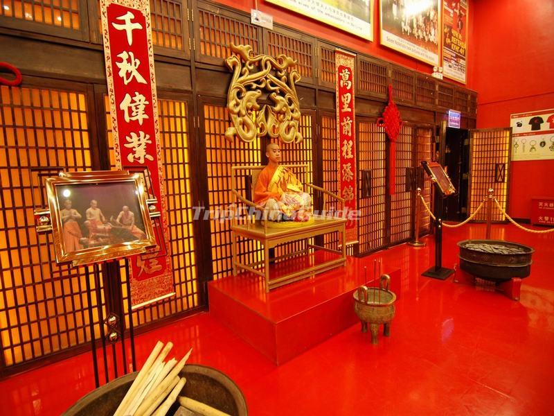 "<a target=""_blank"" href=""http://www.tripchinaguide.com/photo-p849-12215-red-theater-beijing.html"">Red Theater Inside</a>"