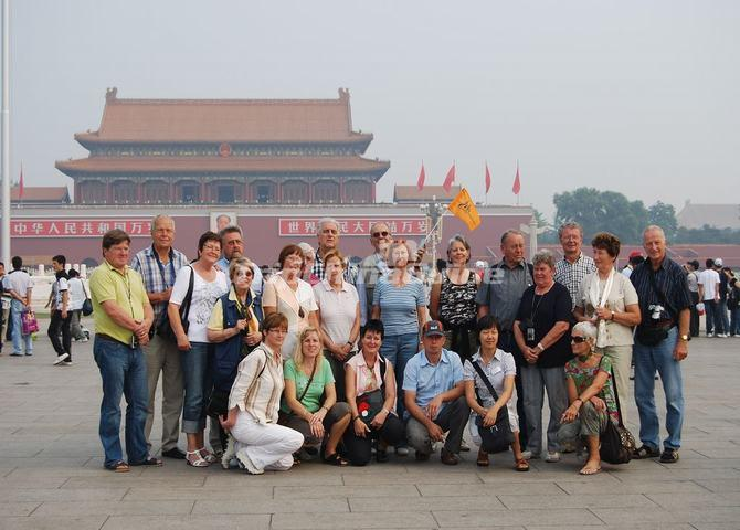 "<a target=""_blank"" href=""http://www.tripchinaguide.com/photo-p7-9346-tiananmen-square-visit.html"">Tiananmen Square Visit</a>"