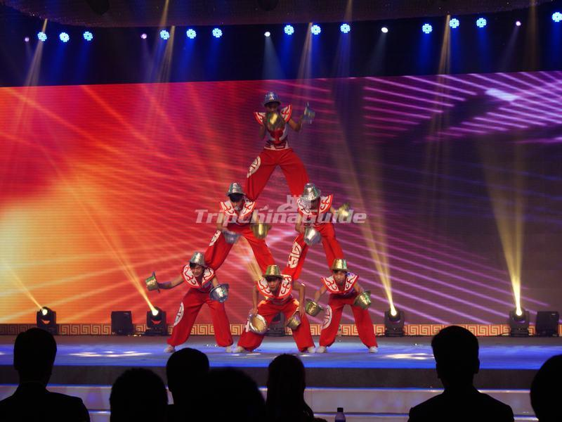"<a target=""_blank"" href=""http://www.tripchinaguide.com/photo-p852-12290-tianqiao-acrobatics-theater-acrobatics-show.html"">Tianqiao Acrobatics Theater Acrobatics Show</a>"