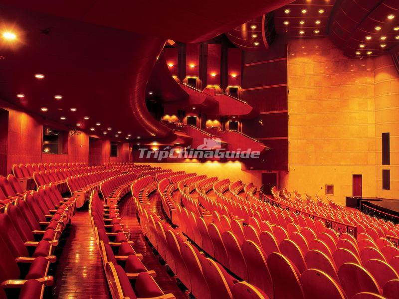 "<a target=""_blank"" href=""http://www.tripchinaguide.com/photo-p852-12289-tianqiao-acrobatics-theater-inside.html"">Tianqiao Acrobatics Theater Inside</a>"