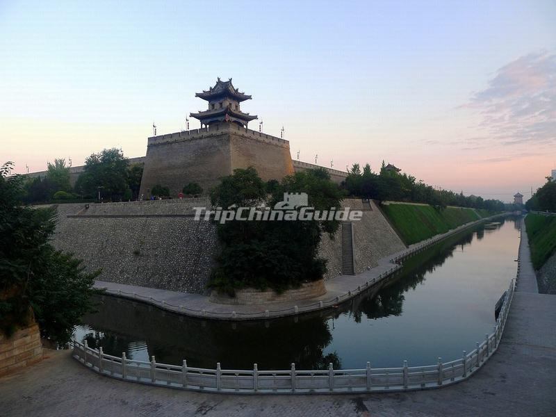 "<a target=""_blank"" href=""http://www.tripchinaguide.com/photo-p58-11865-xian-city-wall.html"">Xian City Wall and its Moat</a>"