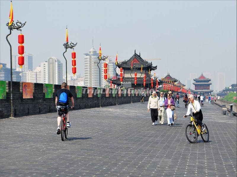 "<a target=""_blank"" href=""http://www.tripchinaguide.com/photo-p58-13034-xian-city-wall-biking.html"">Tourists Enjoy Biking on Xian City Wall </a>"